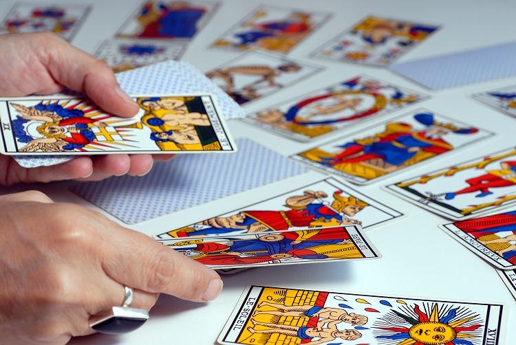【占い体験談】会社社長との関係に困りタロットカードで占いしてもらった結果・・・