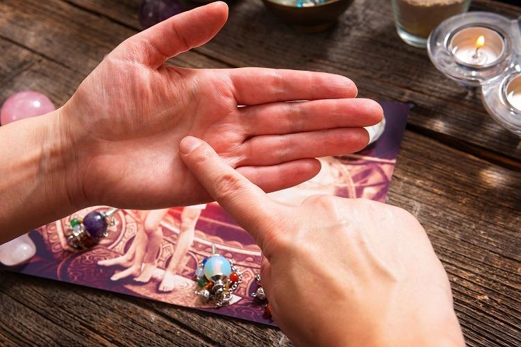 【占い体験談】東京都新宿にある占いハウス「N」で西洋占星術・手相占いを診断